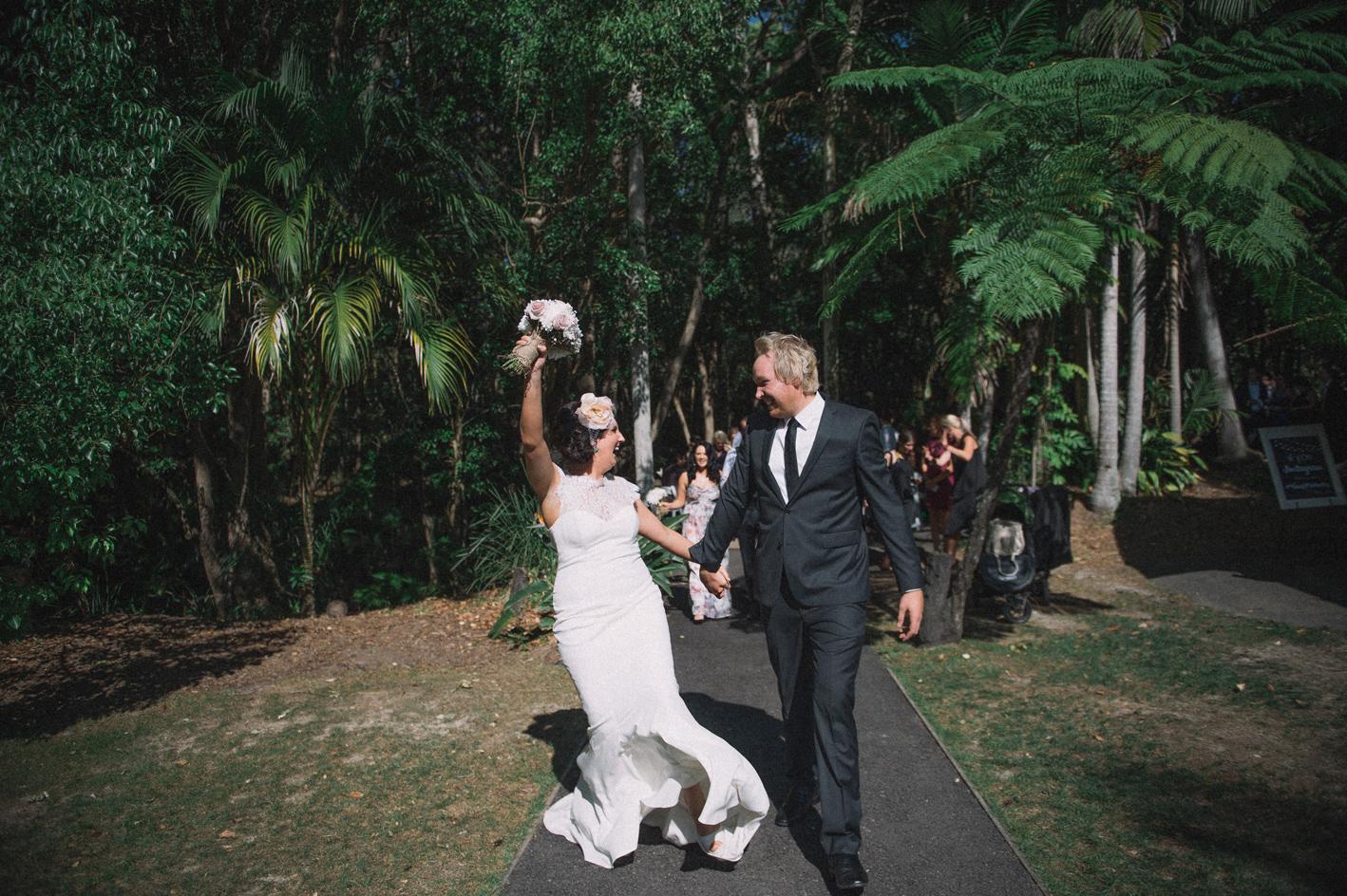040-hannah-daniel-boomerang-farm-wedding-sophie-baker-photography
