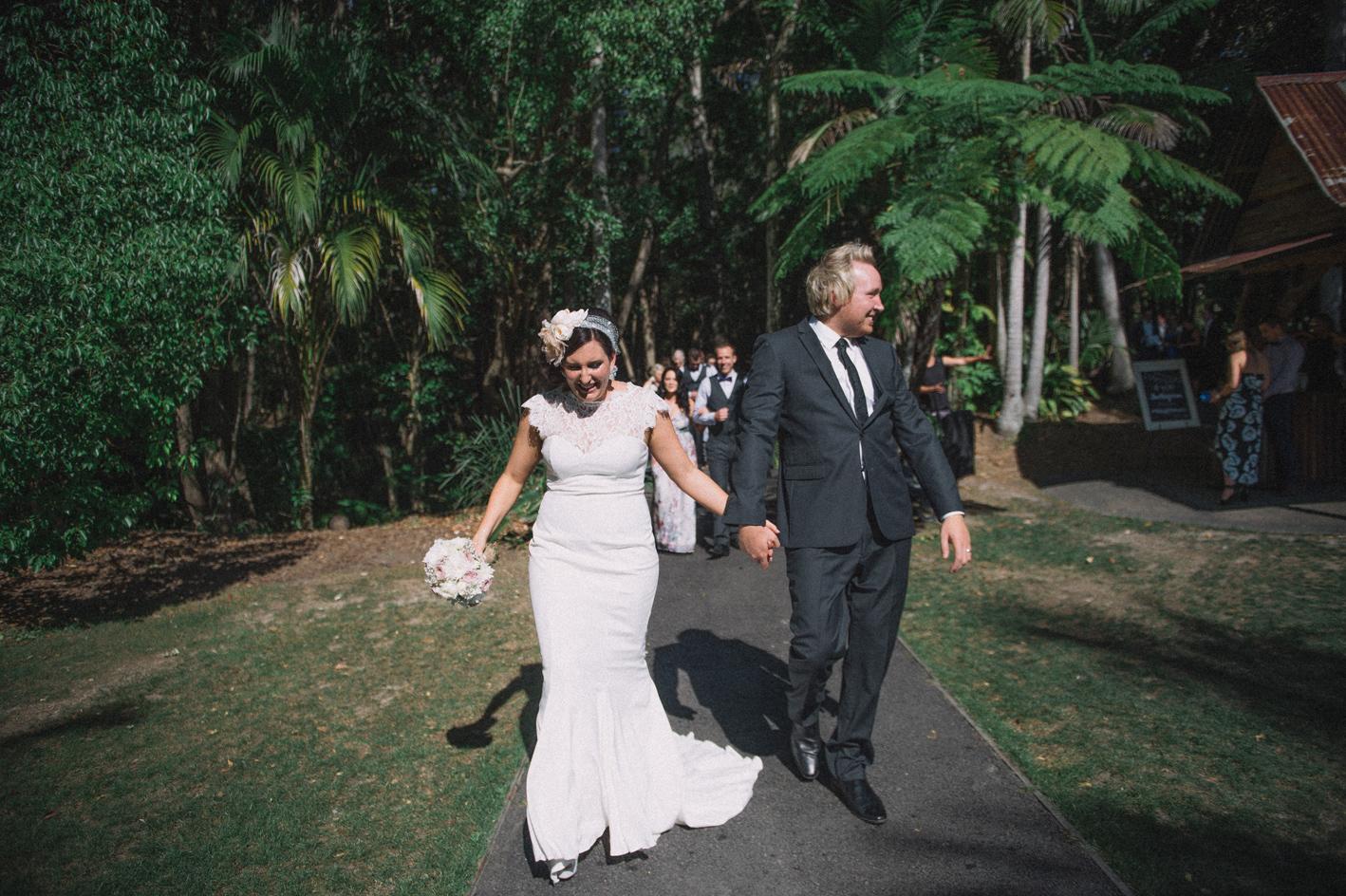 042-hannah-daniel-boomerang-farm-wedding-sophie-baker-photography