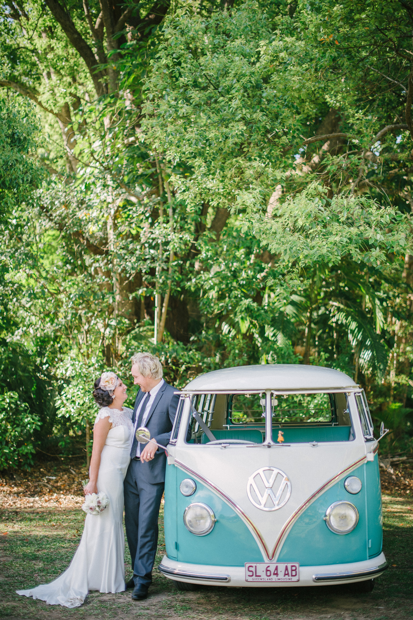052-hannah-daniel-boomerang-farm-wedding-sophie-baker-photography