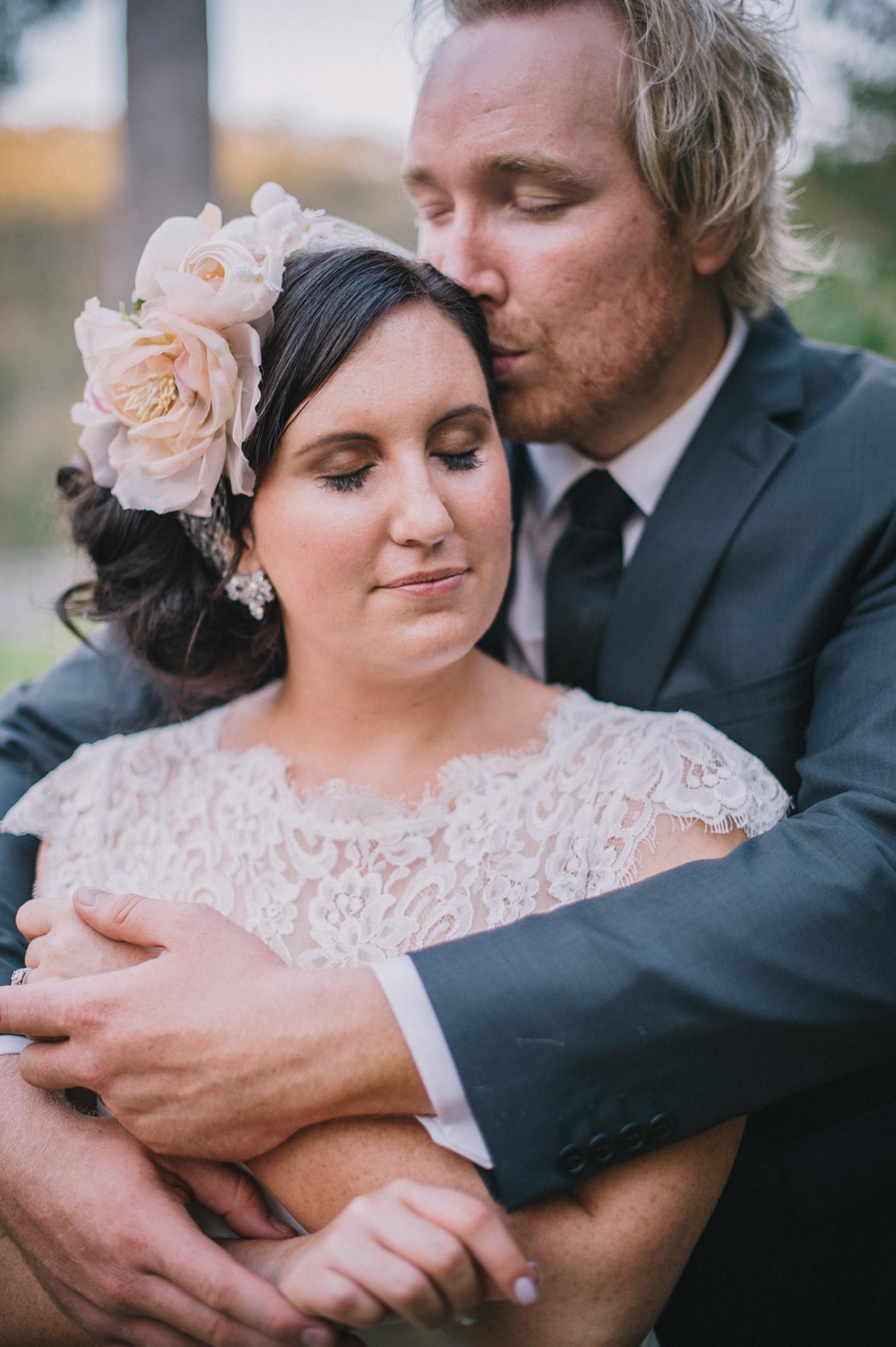 081-hannah-daniel-boomerang-farm-wedding-sophie-baker-photography