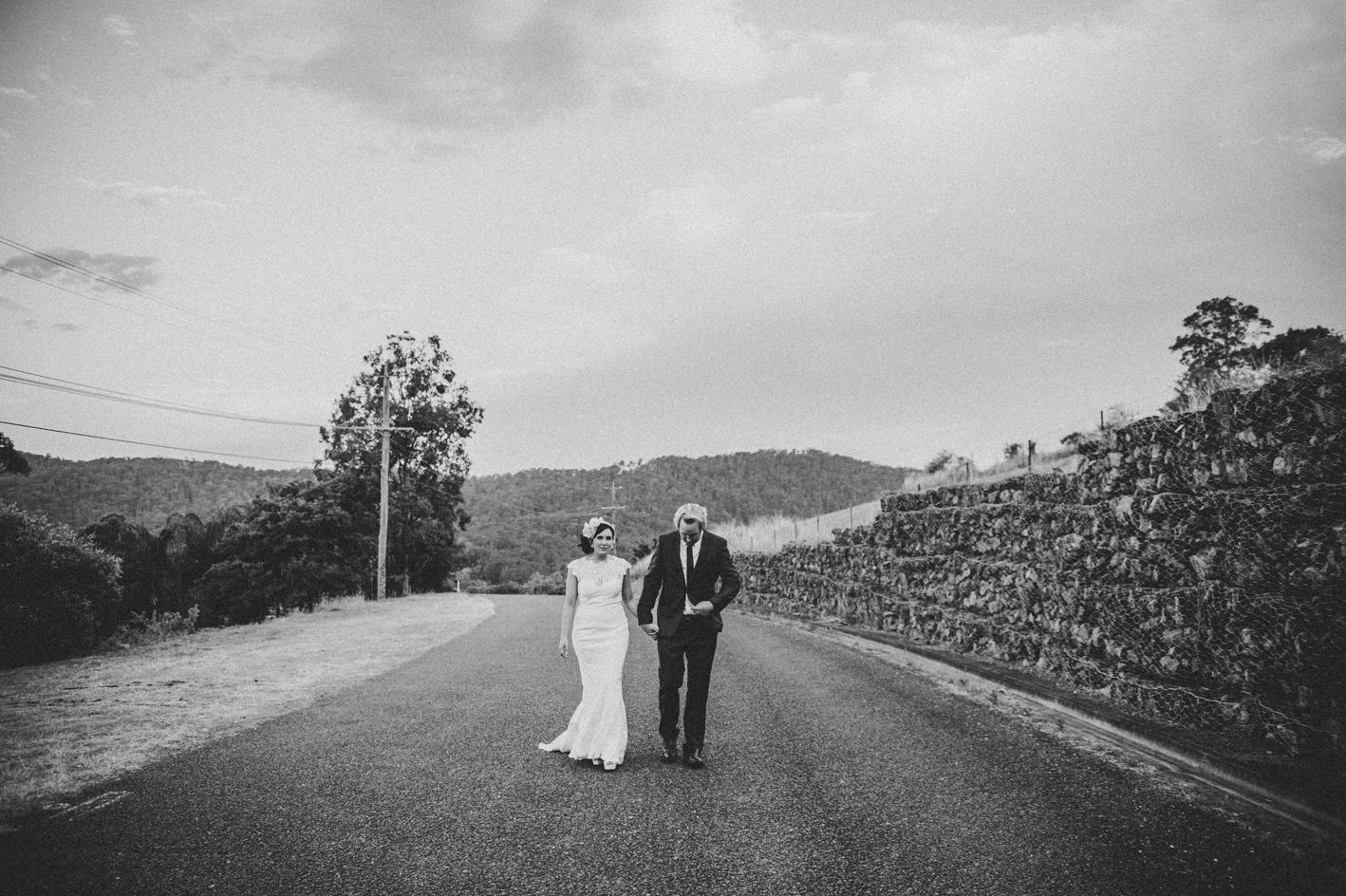 083-hannah-daniel-boomerang-farm-wedding-sophie-baker-photography