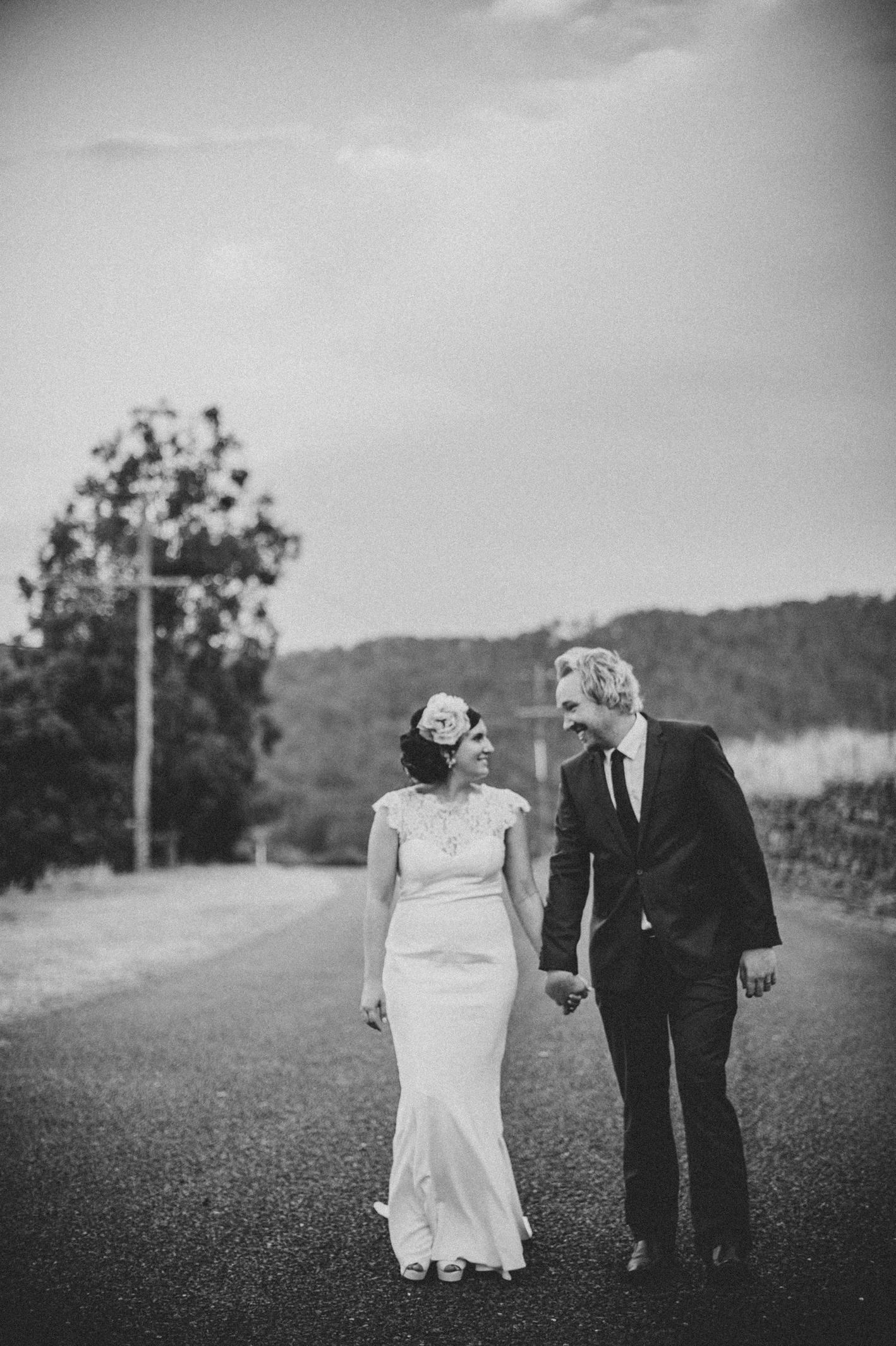 086-hannah-daniel-boomerang-farm-wedding-sophie-baker-photography