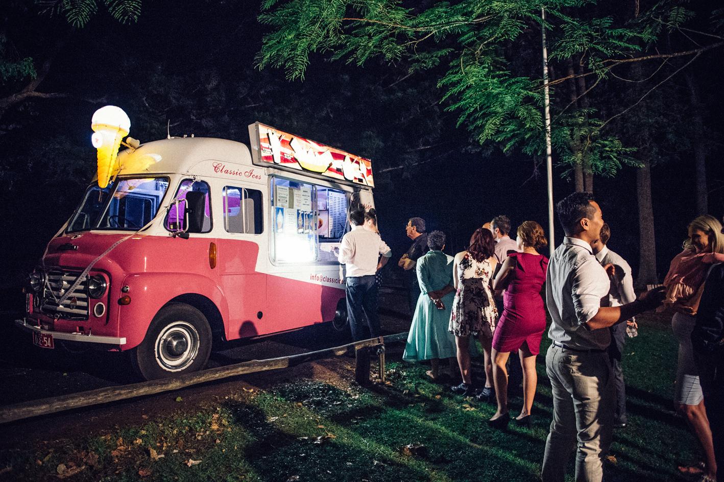 102-hannah-daniel-boomerang-farm-wedding-sophie-baker-photography